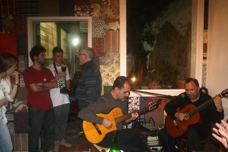Cantor e violonista Nivaldo José lança CD no Sarau Amigos da Alice