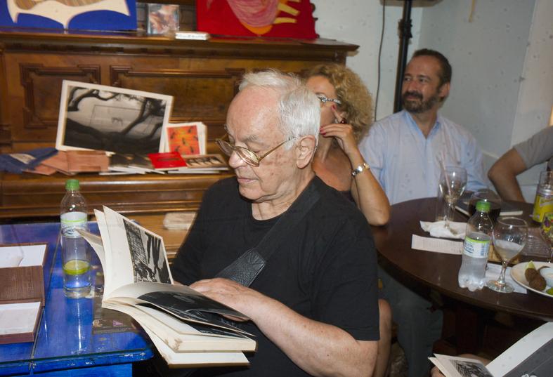 Livro fotográfico Ponto de Vista é relançado no Sarau da Alice