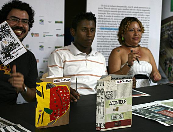 Jornal Boca de Rua lança livro artesanalcom capa ilustrada por artistas plásticos